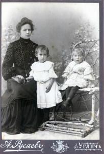 Дочь Лидия Миролюбова(Райхер)с дочерьми Ольгой и Еленой.